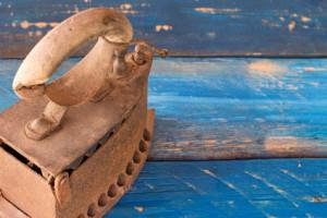 War das das erste erfundene Bügeleisen 1882?